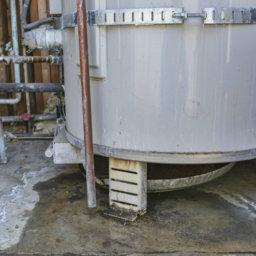 damaged-water-heater-plumber